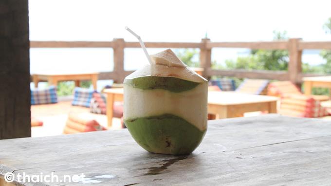 「アムステルダムバー」の丸ごとココナッツジュース