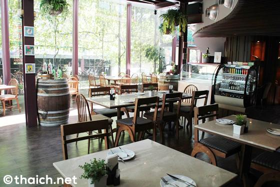 グレート・ホーンビル・ビストロ-タイ産のワインと美味しい料理