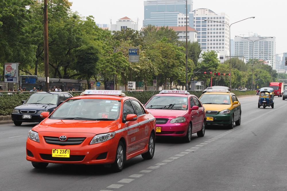 バンコクの道路 タクシー
