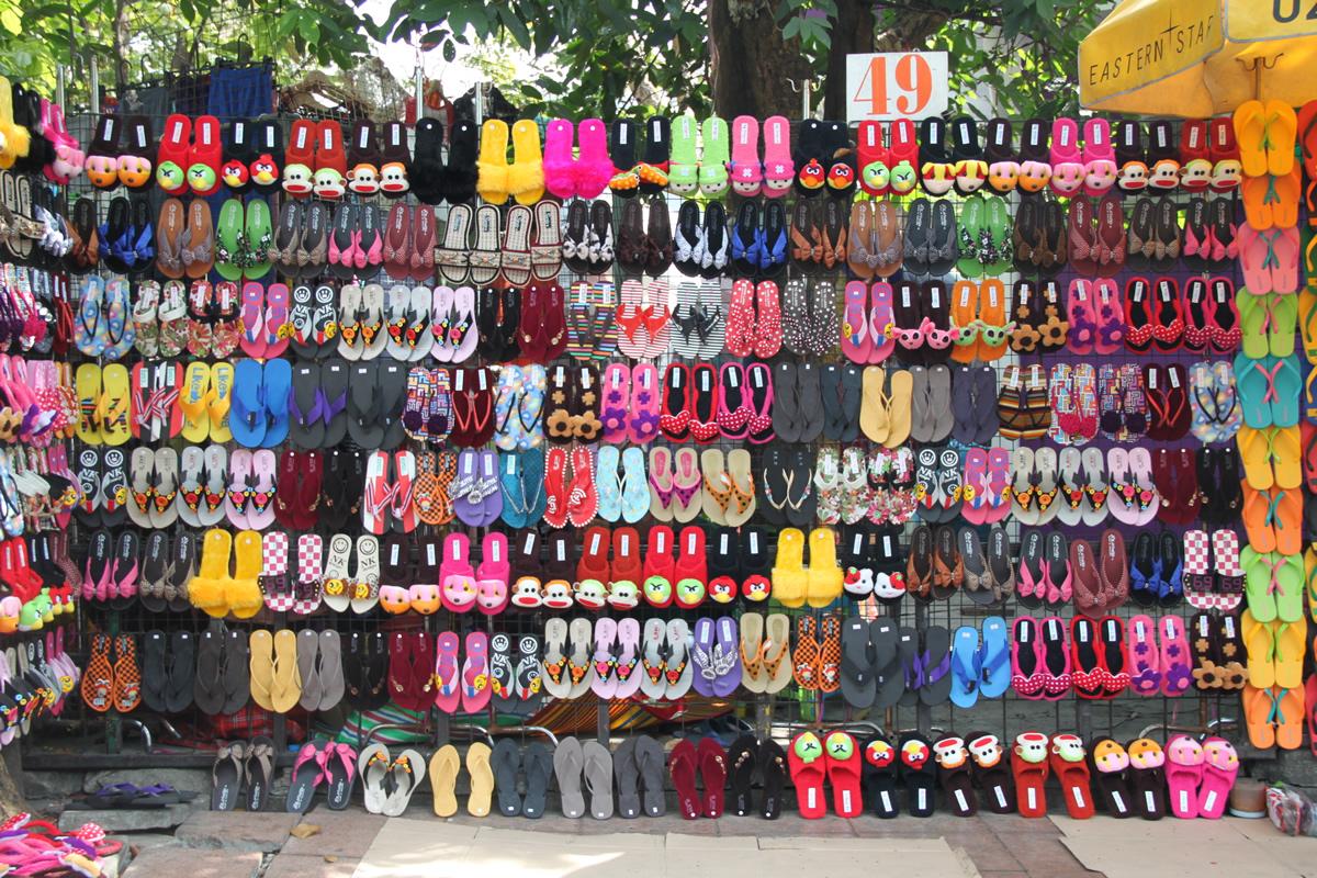 カラフルな靴の屋台