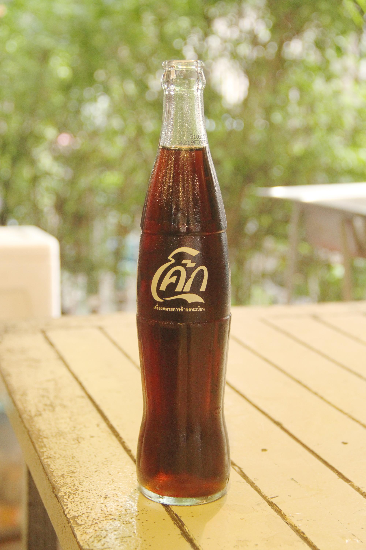 瓶入りのコカ・コーラ(タイ語ロゴ)