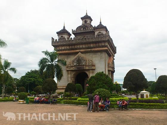 ラオスに旅行に行きますが、タイ語は通じますか?