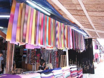 ヤンゴン観光名所:ミャンマーお土産物ならここ、ボージョーアウンサン・マーケット(地図付き)