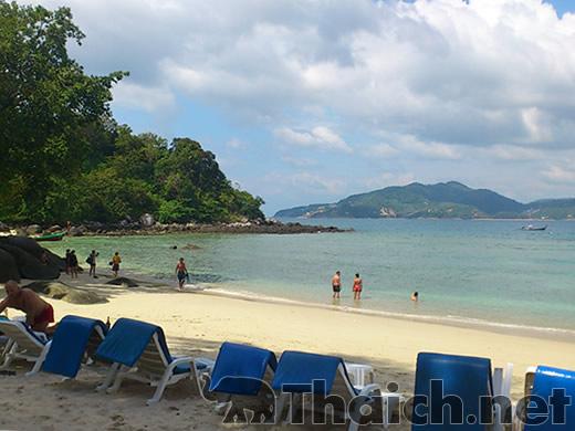 夏休みにタイのビーチに行きます。雨季だそうですが泳げますか?