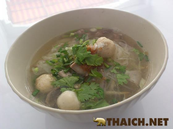タイ料理の一人前の量って少なくないですか?