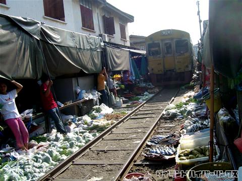 メークロン線の線路上市場