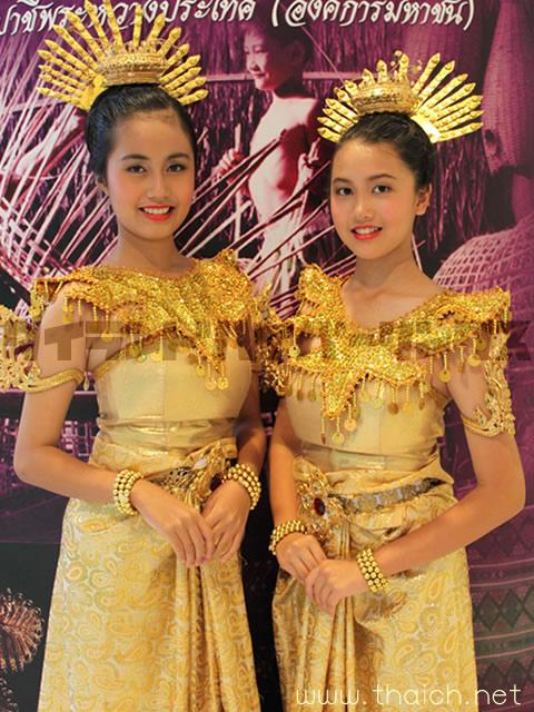 タイ舞踊の少女たち