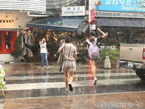 傘をささない人々@サイアムスクエア