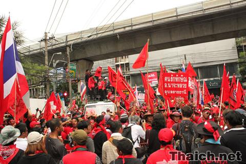 赤服(UDD)デモ隊