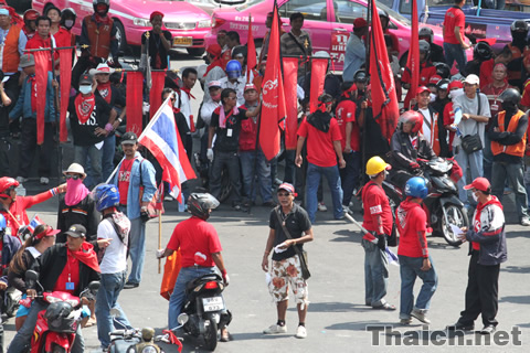 プラトゥーナム交差点の赤服デモ 2010年4月10日