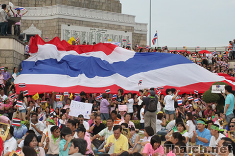 戦勝記念塔 「反赤服」集会 2010年4月17日