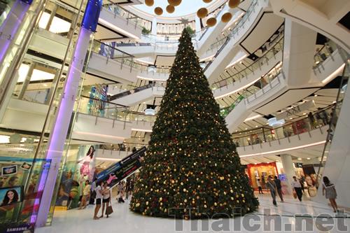 セントラルワールド内のクリスマスツリー 2010