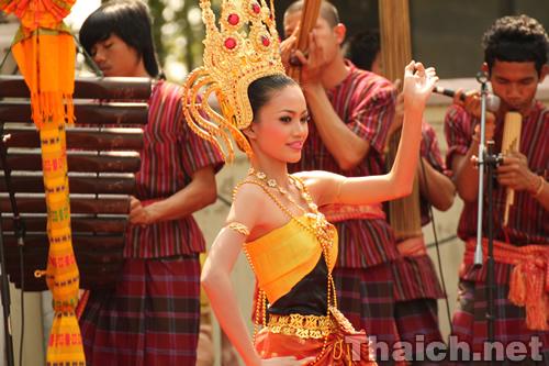 タイ伝統舞踊のタイ人女性