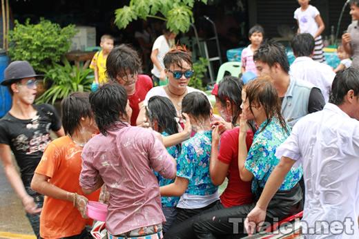 タイ政府観光庁発表の2012年のタイ正月(水かけ祭り、ソンクラーン)の日程