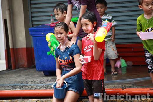 ソンクラーン(タイ正月・水かけ祭り)2011