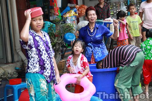 タイ正月 ソンクラーンの様子