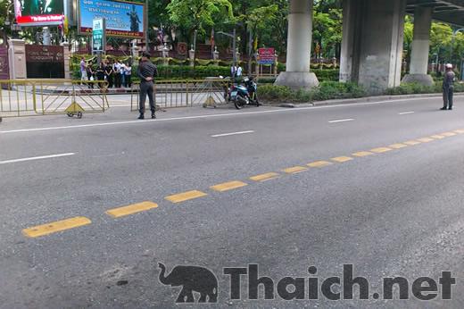タイ王室の車が通ると道路は通行止めに