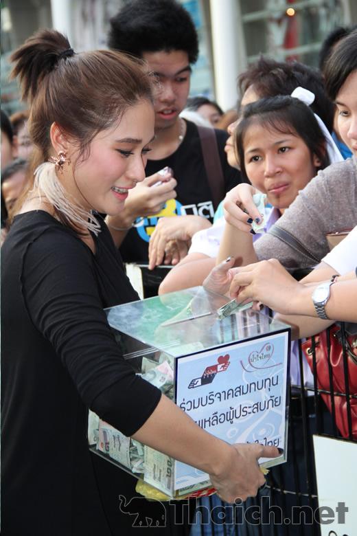 「ウェティ・ナムジャイ・タイ(เวทีน้ำใจไทย)」