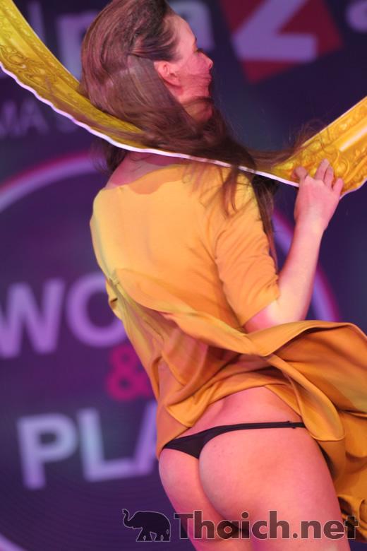 """セントラルプラザ・グランド・ラマ9店 オープニングファッションショー""""Work & Play"""""""