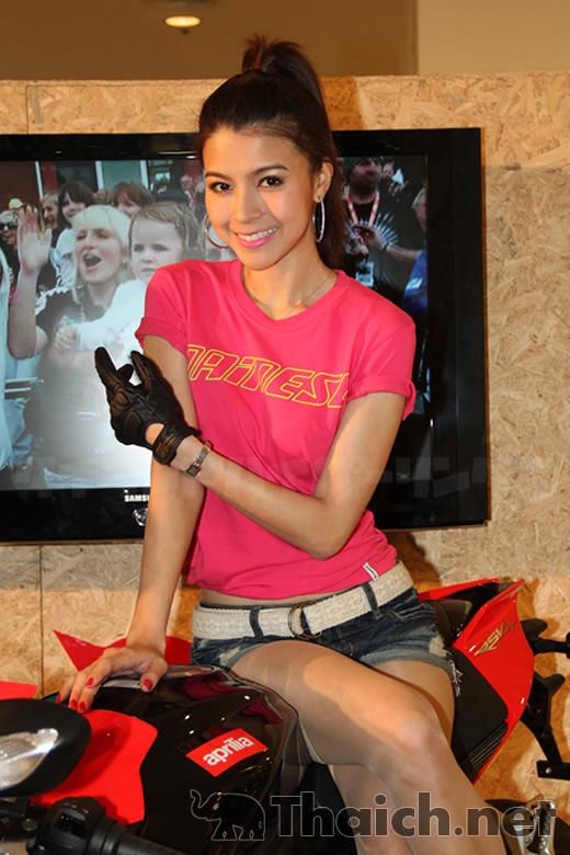 「Bangkok Motorbike Festival 2012」のコンパニオンたち