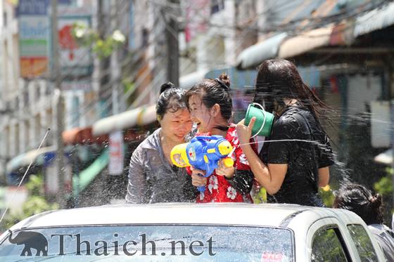 ソンクラーン(タイ正月・水かけ祭り)2012