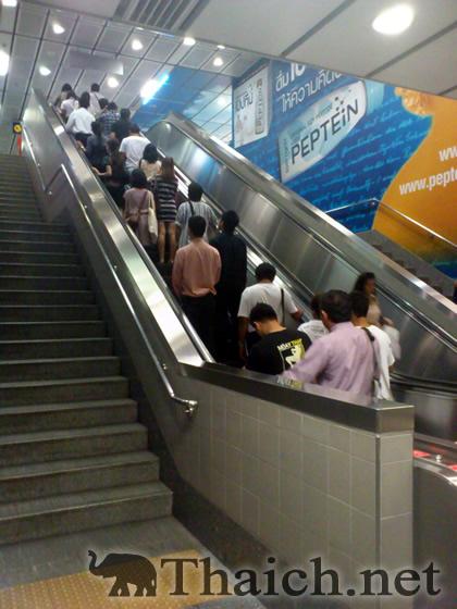 タイのエスカレーターは右側通行なのか?左側通行なのか?