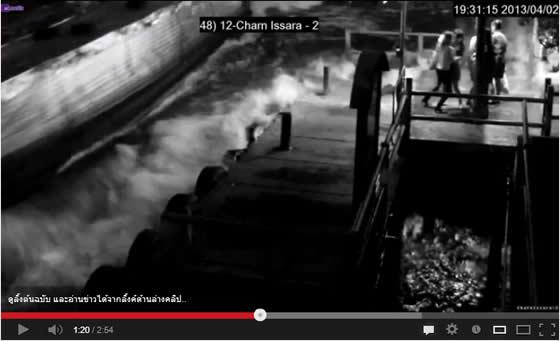 悪臭の漂うセンセープ運河の水が全身にかかる動画【ネットの話題@タイ】