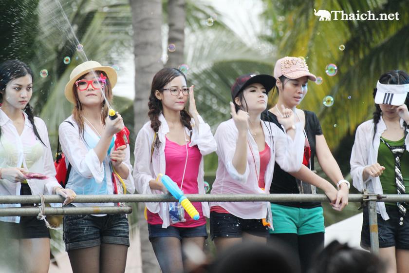 ラオスやミャンマーやカンボジアでも「水掛け祭り」があるのですか?