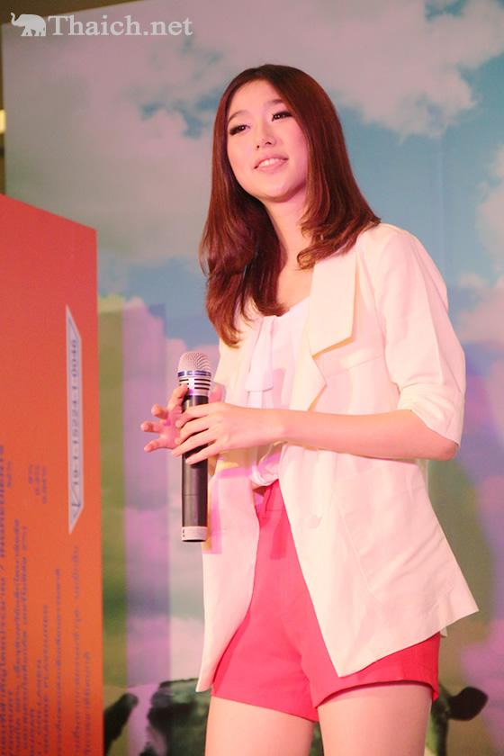 ケウ(FFK)らKamikazeのアイドル達が牛乳ブランド・タイ-デンマーク新製品アピールでミニコンサートを披露