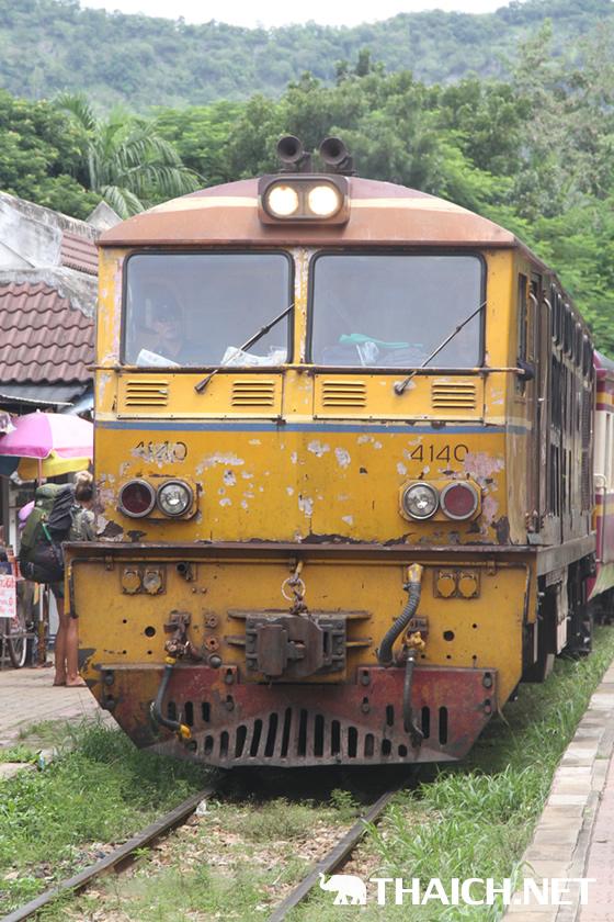 カンチャナブリ旧泰緬鉄道のタム・クラセー桟道橋の絶景