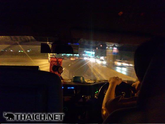 夜の高速道路を時速130キロで爆走するロットゥー(乗り合いバン)に恐怖する
