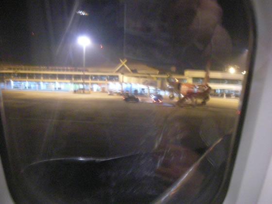 ココは難民キャンプか?ピーク時のチェンマイ空港にびっくり!