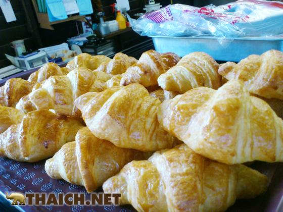 チョンブリ県ノーンモン市場近くの美味しいパイ屋さん