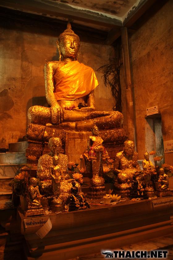 ムエタイ人形だらけの寺院 ワット・バーンクン