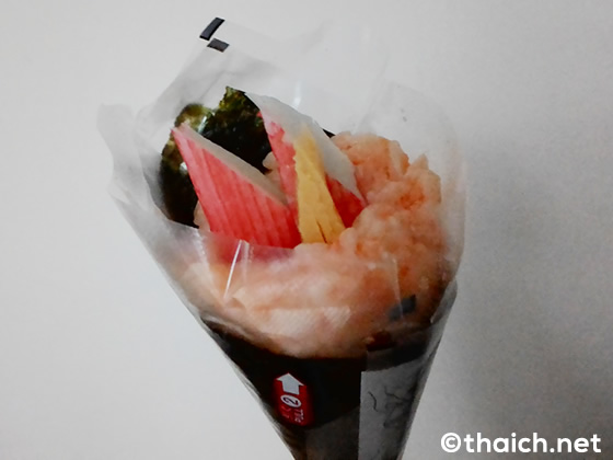 タイのファミリーマートの手巻き寿司を食べてみた