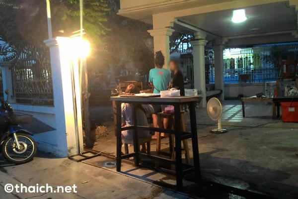 【バンセーン】グリーンカレー味の豚の串焼き「ムーピンキアオワーン」のお店