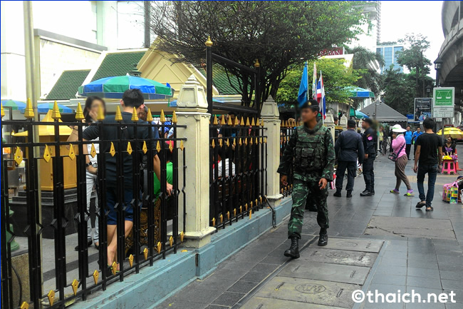 爆弾テロから10日目のエラワン廟