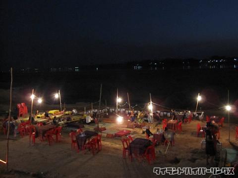 メコン川沿いのレストラン