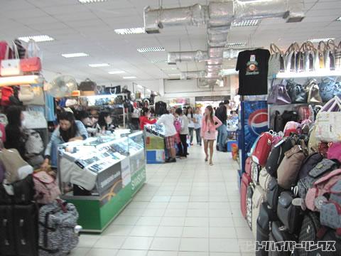 タイ-ラオス友好橋国境 ラオス側市場