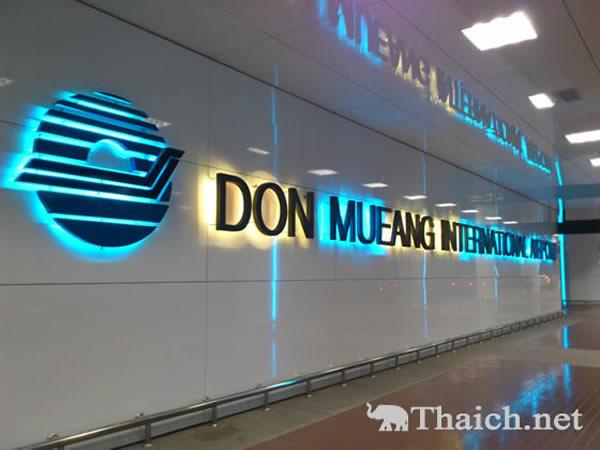 ドンムアン空港でチェックインエリア前の荷物X線検査がスタート