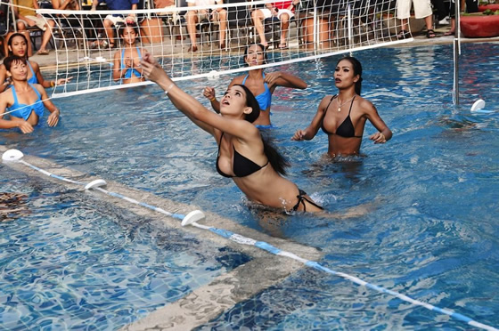 パタヤにはニューハーフ美女だらけの水中バレーボール大会があった【TVウォッチング】