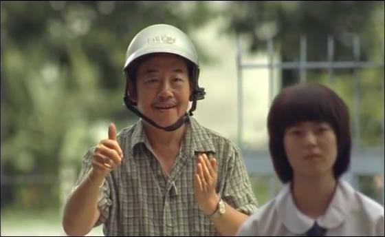 タイの保険会社の感動CM 耳の聞こえない父・・・娘への愛【TVウォッチング】