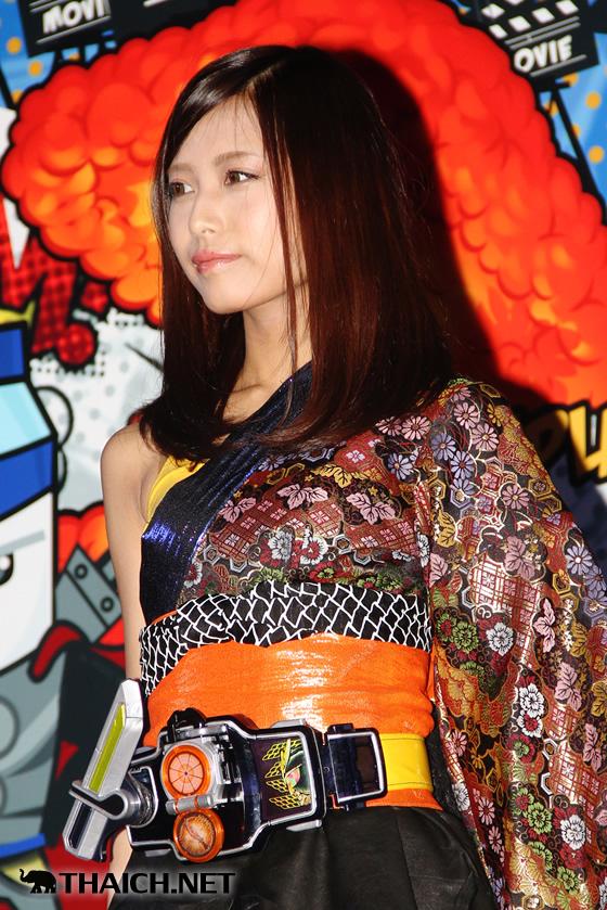 後藤洋央紀(新日本プロレス)、鷲見友美ジェナ(仮面ライダーGIRLS)が「タイランド・コミック・コン 2014」の開催をアピール