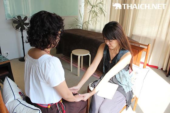 日本で人気のシータヒーリング、バンコク・オームルームで無料体験会開催