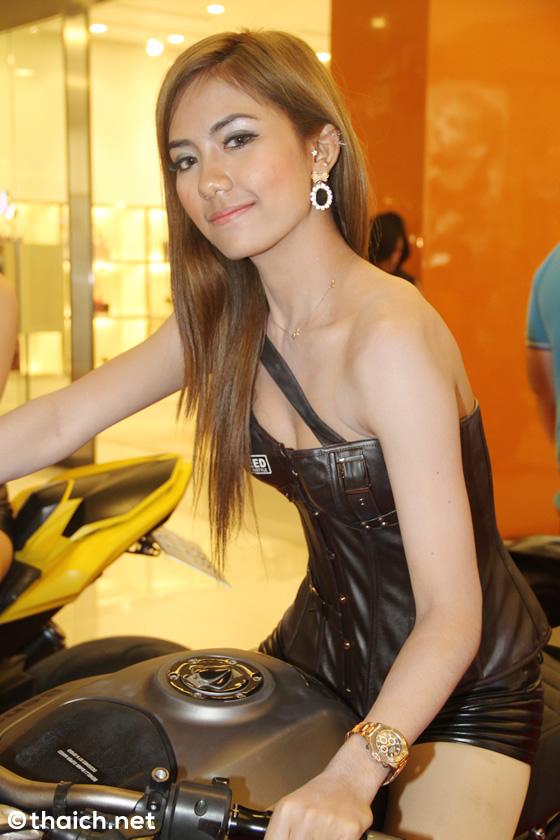 セクシーなタイ人コンパニオン20人!「バンコク・モーターバイク・フェスティバル2015」