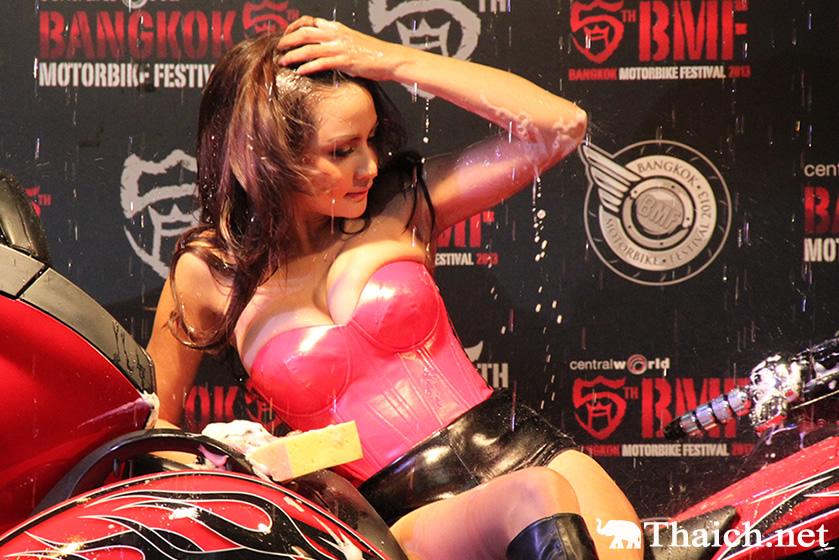 クラテーがセクシー洗車ショーでPR 「バンコク・モーターバイク・フェスティバル 2013」1月30日~2月3日開催