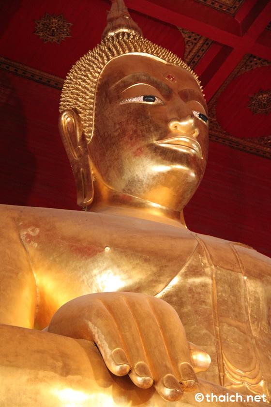 奈良の大仏より大きなヴィハーン・プラ・モンコン・ボピットの黄金の大仏【TVウォッチング】