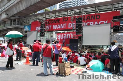 タクシン元首相の支持団体「反独裁民主統一戦線(UDD)」の赤服デモ隊