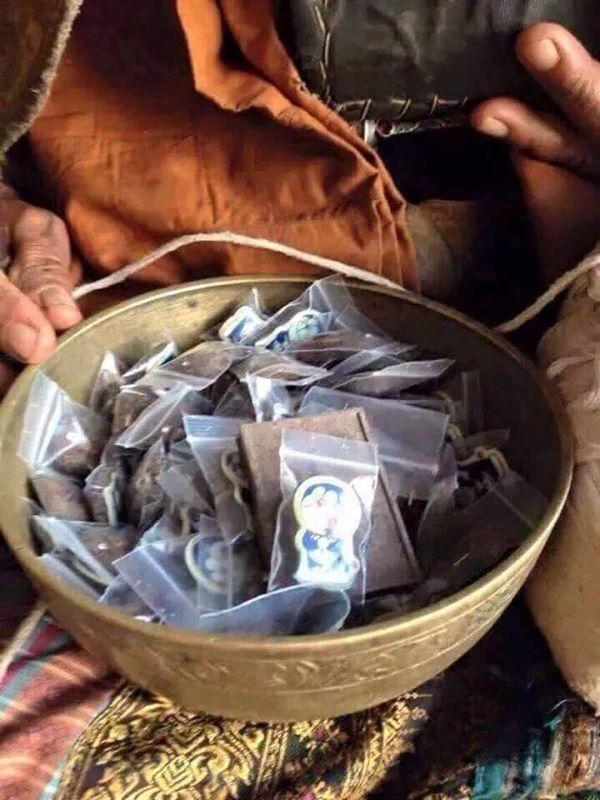 ドラえもんがカンボジア黒魔術のお守りになった!