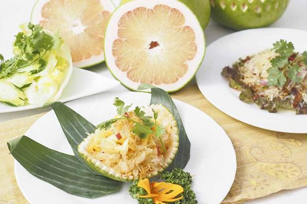 タイの柑橘フルーツ「ソムオー」料理を提供、老舗タイ料理レストラン「エラワン」がタイ王国大使館タイアップで